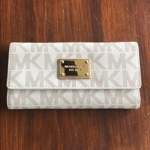 Michael Kors Leather Cream Wallet- Never used!